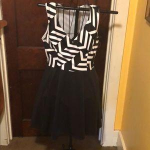 Fashion to figure black and white dress size 0